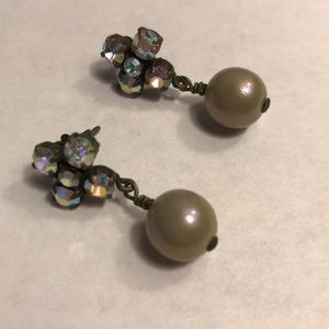 Sabika - earrings crystal w-gray pearl drop